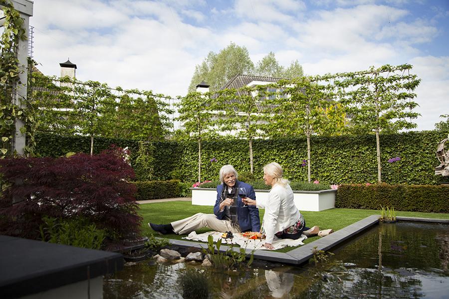 Kunstrasen schafft Atmosphäre im Garten